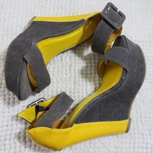 Shoedazzle Gwen Size 6.5 Yellow and Gray Wedges